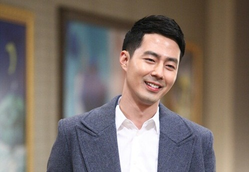 "Jo In Sung Warms the Hearts of ""That Winter"" Female Staff with Gifts"