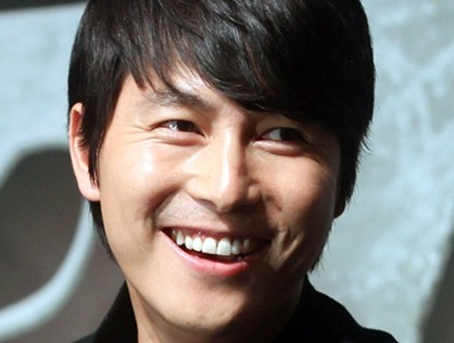 "Jung Woo Sung Treats Entire Staff and Cast of ""That Winter, The Wind Blows"" to Chicken Stew"