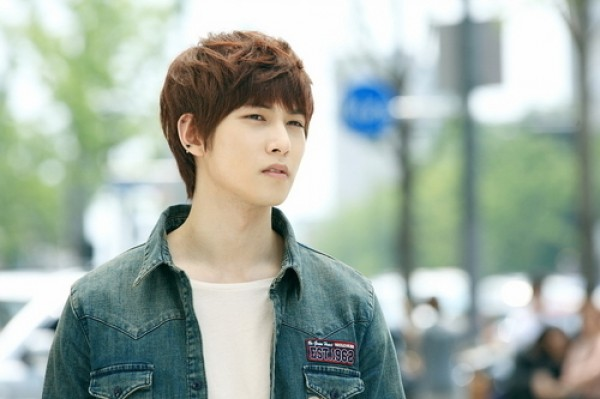 "CNBlue's Lee Jong Hyun Is a Handsome Student in ""Running Man"""