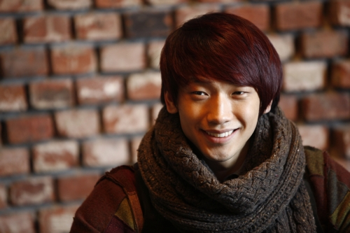Rain to Hold First Post-Military Fan Meeting in Korea