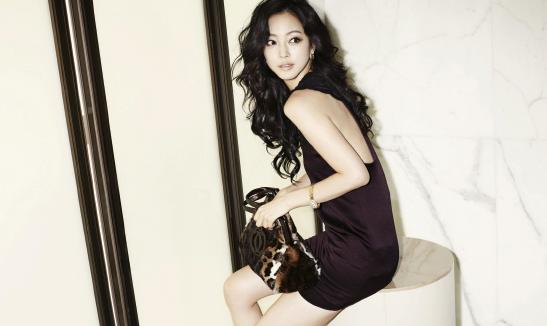 Han Ye Seul's Gorgeous Behind-The-Scenes Photo Shoot Pics