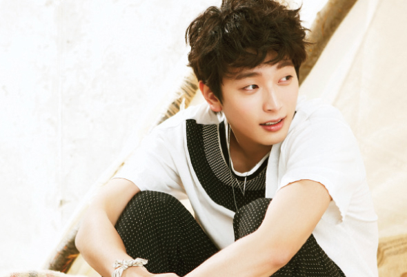 "2AM's Jinwoon Confessed, ""After 3 Weeks In The Jungle, I started Checking Out Female Natives"""