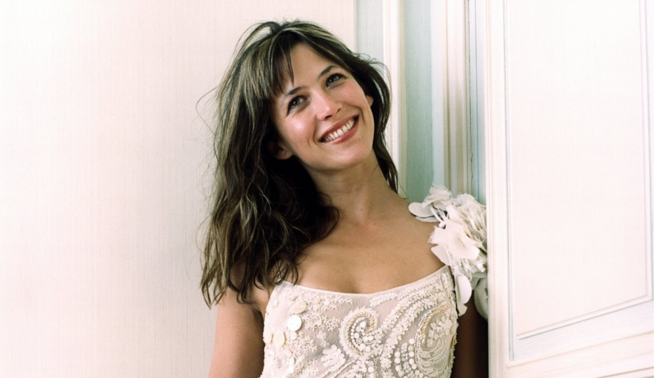 """French Actress Sophie Marceau Performs """"Gangnam Style"""" Horse Dance"""