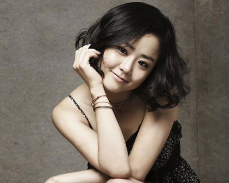 Actress Moon Geun Young Bakes Cookies For Her Fans