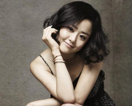 Actress Moon Geun Young Bakes Cookies For Her Fans