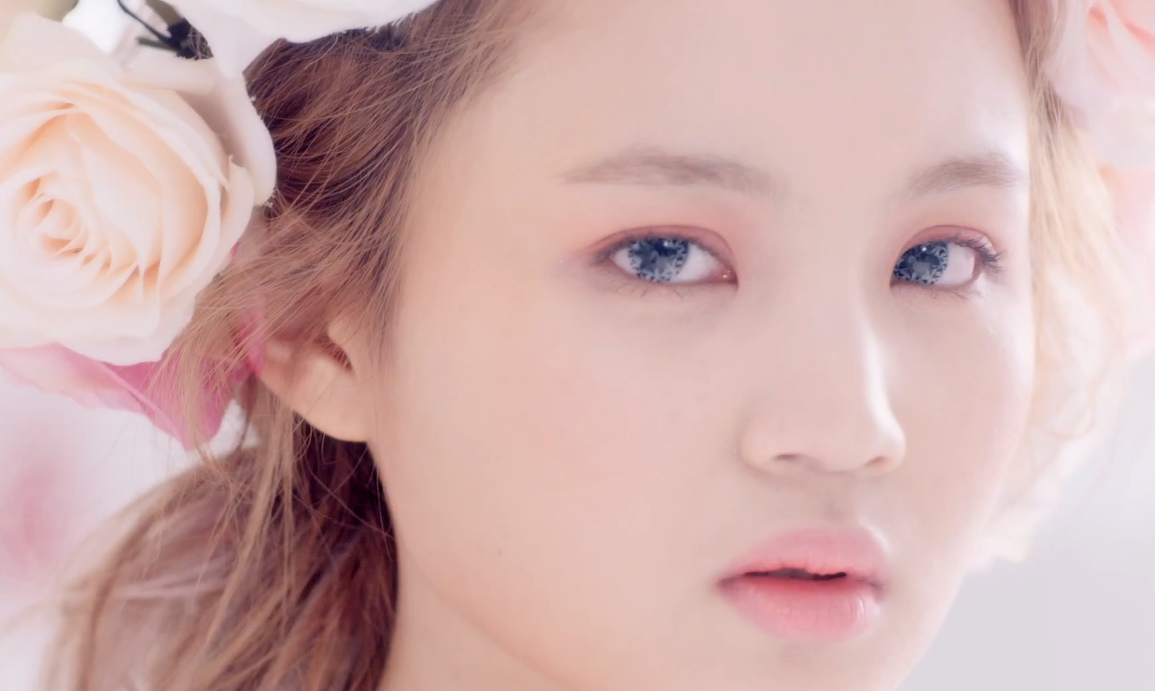 "Lee Hi's ""Rose"" Ascends Quickly to No. 1 on Music Charts"