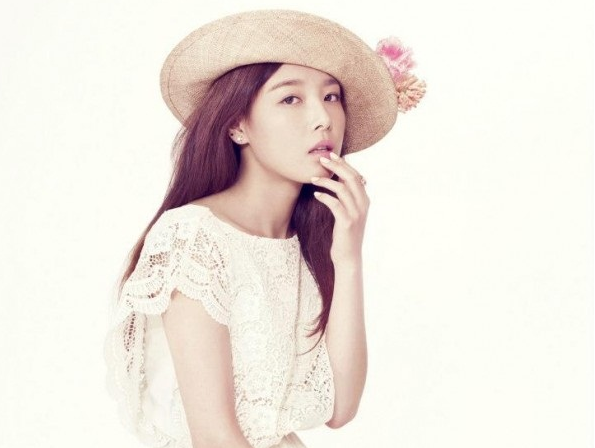 "Wonder Girls' Yoobin Reveals a Sweetheart Look For ""Sure"" Pictorial"
