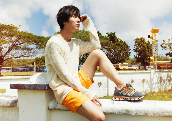 """Yoon Shi Yoon's Colorful Pictorial For """"Men's Health"""""""