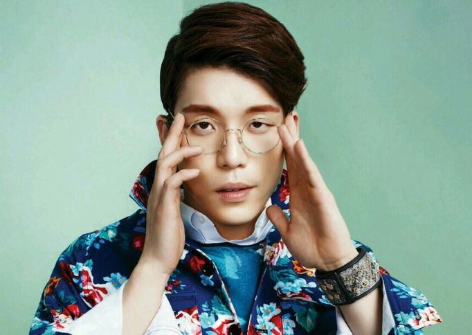 2AM's Changmin Shows Angelic Smile as He Eats