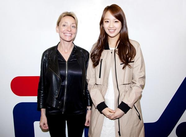 Son Yeon Jae Meets With Designer Ginny Hilfiger