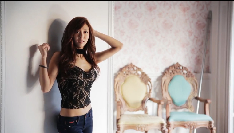 "G.NA Reveals BTS Photoshoot for Her 4th Mini Album ""Beautiful Kisses"""