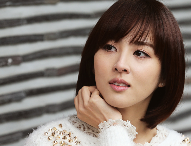 Han Hye Jin Clears Up Two-Timing and Wedding Rumors