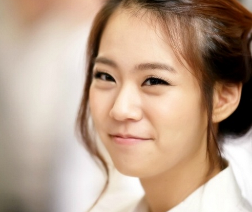 KARA's Han Seung Yeon Looks Lovely in Traditional Hanbok