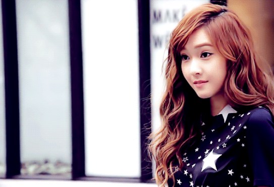 Girls' Generation's Jessica Looks Beautiful at the Airport
