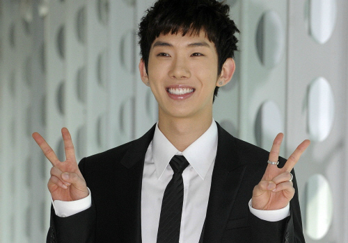 """Jo Kwon Promotes 2AM's """"One Spring Day"""" on Twitter"""