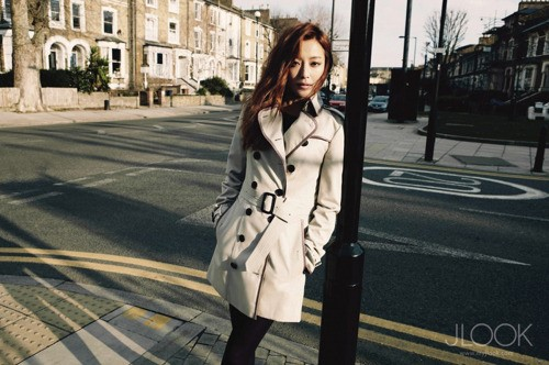"Kim Hee Sun Looks Beautiful in Trench Coats for ""JLook"" Pictorial"
