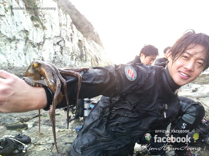 [SNS Pic] Kim Hyun Joong Goes Scuba Diving With Older Brother