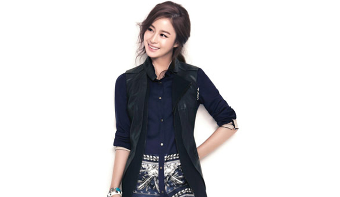 "Kim Tae Hee Celebrates Birthday With ""Jang Ok Jung"" Staff"