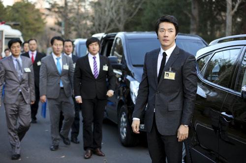 Kwon Sang Woo Studies His Script Intensely for Yawang
