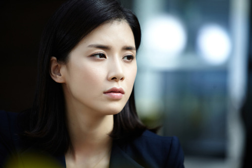 Lee Bo Young Is Chosen to Represent Phillips