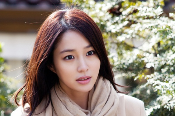 Lee Min Jung Looks Like a Spring Goddess on the Set of New Drama