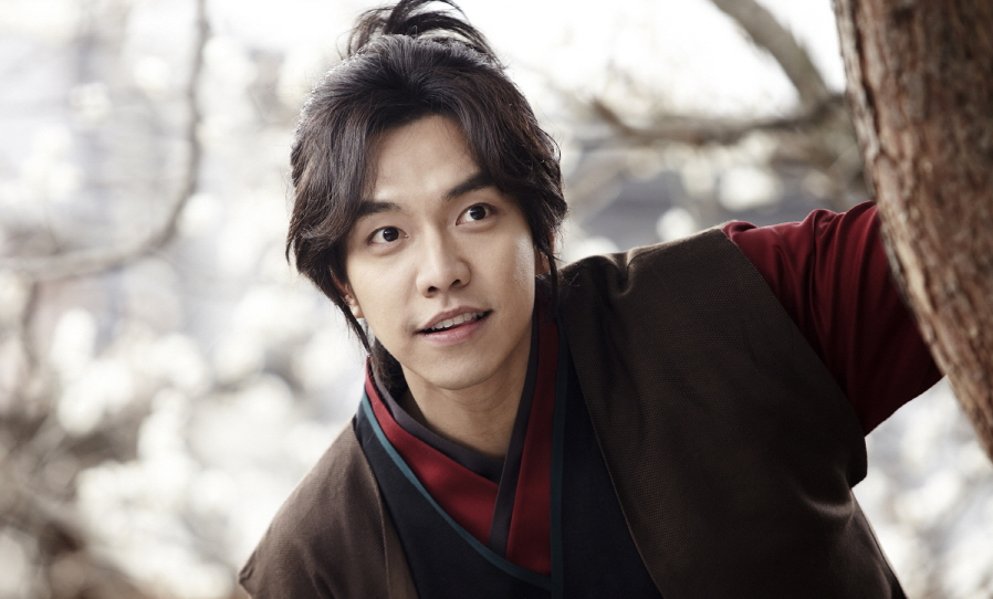 """Lee Seung Gi Lost Weight for """"Gu Family Book"""""""