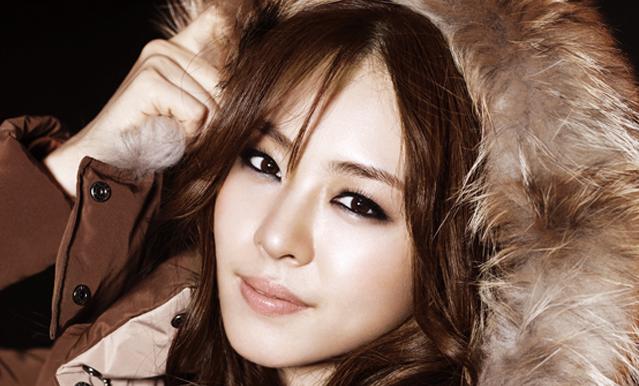 """Lee Yeon Hee Goes Platinum Blonde for """"Harper's Bazaar"""""""