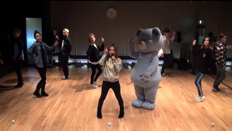 """Lee Hi Reveals Dance Practice for """"It's Over"""""""