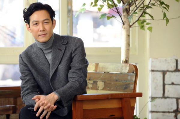 Lee Jung Jae Joins JYJ and Song Ji Hyo's Agency C-Jes Entertainment