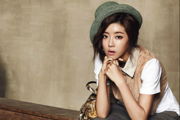 Park Han Byul Is Spotted at the Airport After Se7en's Enlistment