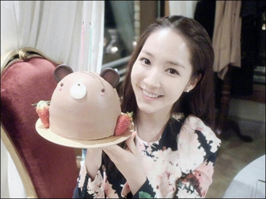 Park Min Young Celebrates Her Birthday with a Chocolate Cake Selca