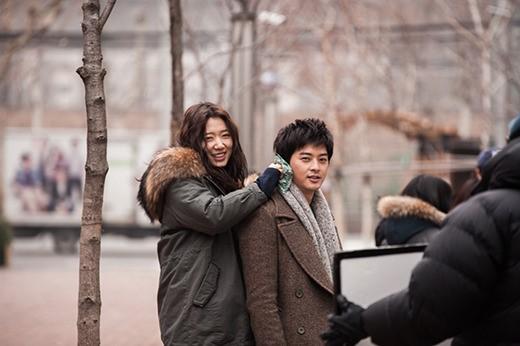 Park Shin Hye and Kim Ji Hoon Go on a 3D Movie Date