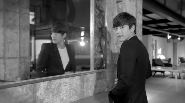 "Se7en Releases ""Thank You"" MV as a Gift to Fans"