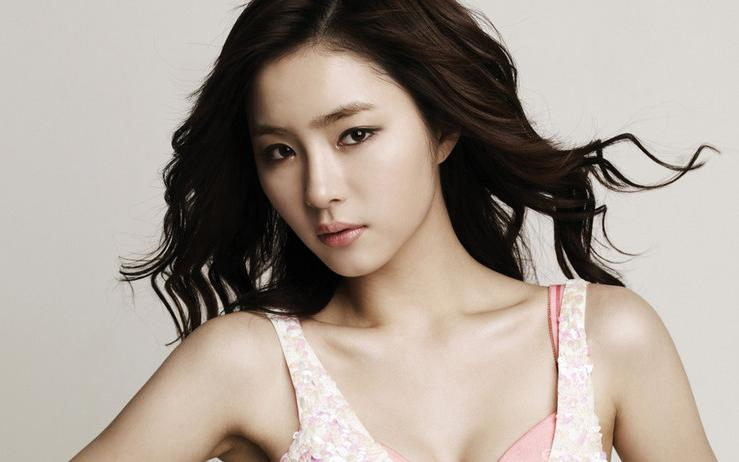 Shin Se Kyung Is a Floral Fairy for Nature Republic