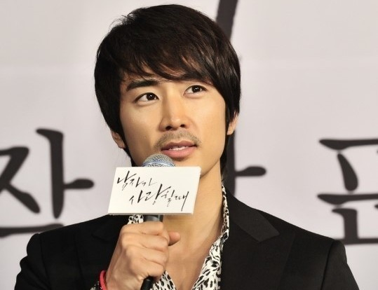 """Song Seung Hun Talks About Marriage: """"Becoming a Father is Hard"""""""