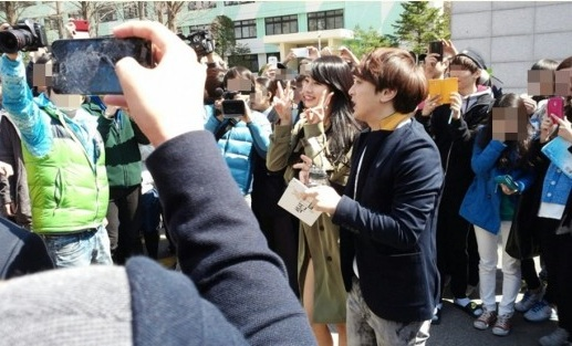miss A Suzy Makes a Surprise Visit to Konkuk University