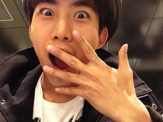 2PM's Taecyeon Shows Off His Ring