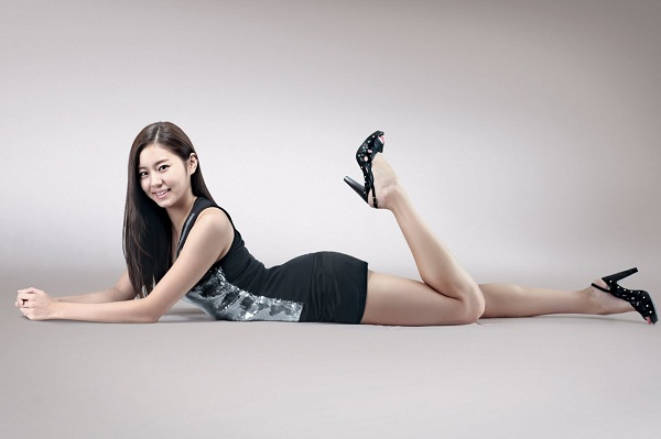 Uee Shares Her Secret to Having Well-Toned Thighs