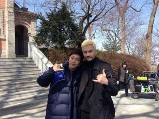 [SNS PIC] Yoon Doo Joon and David McInnis Snap a Photo Together