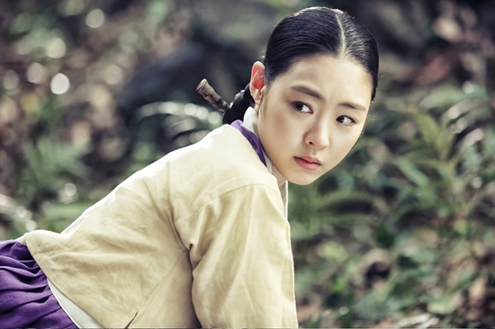 """Lee Yeon Hee Was Absent from the """"Gu Family Book"""" Press Conference"""