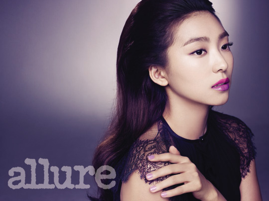 "SISTAR's Bora Looks Elegant and Sophisticated for ""Allure"""