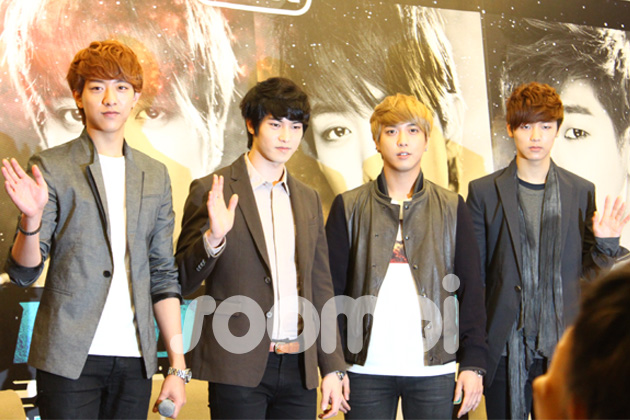 "[Exclusive] CNBlue Impresses the Singaporean Media at ""Blue Moon World Tour 2013"" Press Conference"