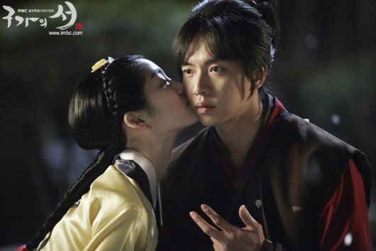 "Lee Seung Gi is a Mischievous Boy in Love in New ""Gu Family Book"" Stills"