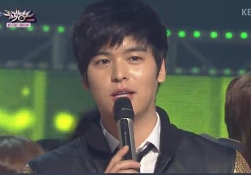 "Lee Jang Woo Bids Farewell to ""Music Bank"""