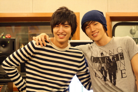 """Lee Min Ho Recommends K.Will's """"Love Blossom"""" to Fans"""