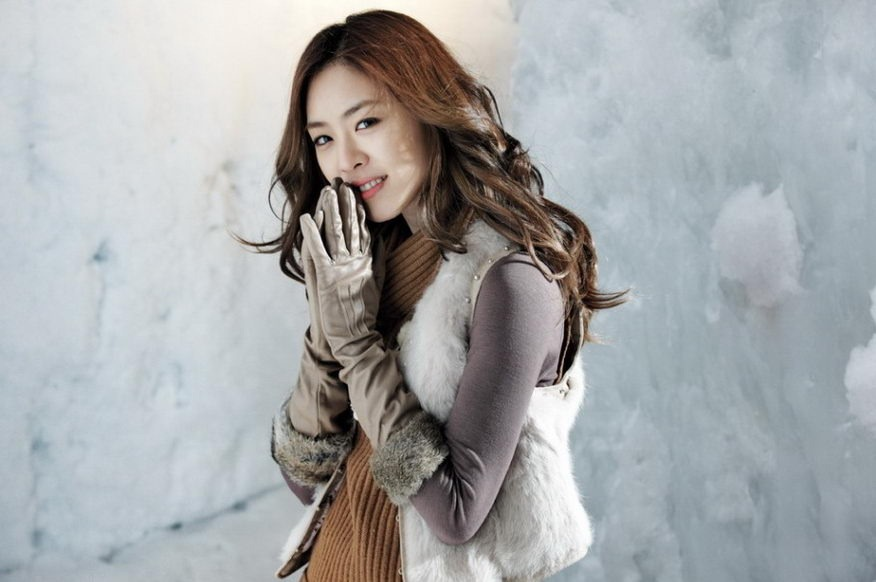Lee Yeon Hee Shows Her Natural Beauty in Personal Appearances at Events