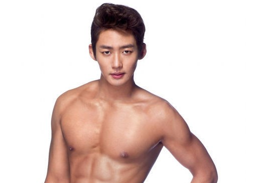 "Lee Tae Sung Seduces Women While Shirtless For ""Men's Health"""