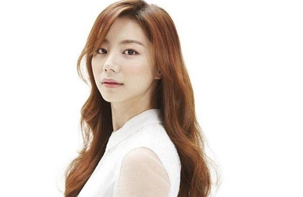 "Park Soo Jin as ""Spring's First Love"" for ""Big Issue"""