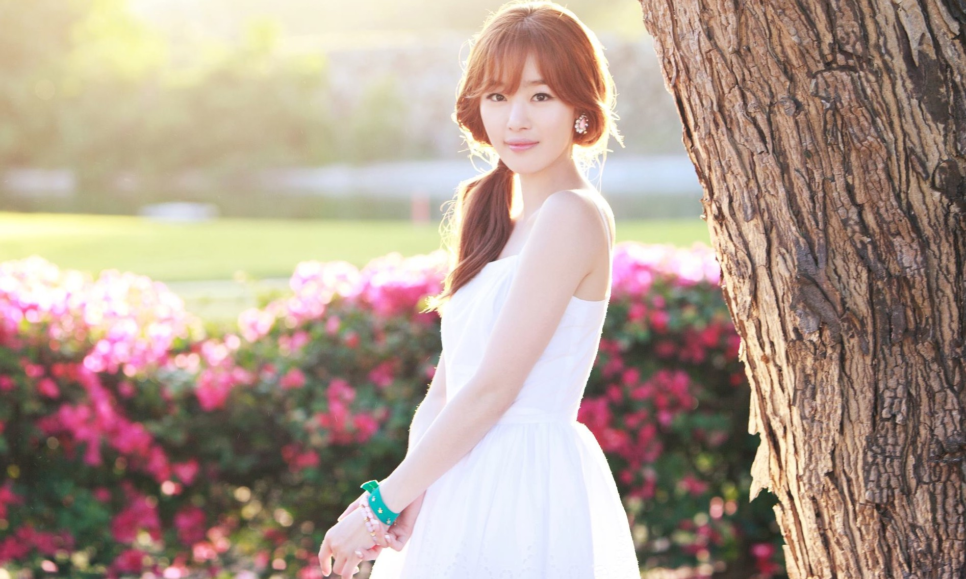 Secret's Sunhwa is Picture of Summer Beauty in Teaser Photo