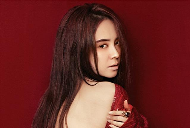 Song Ji Hyo Red